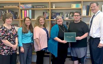 Student receives SFCU award