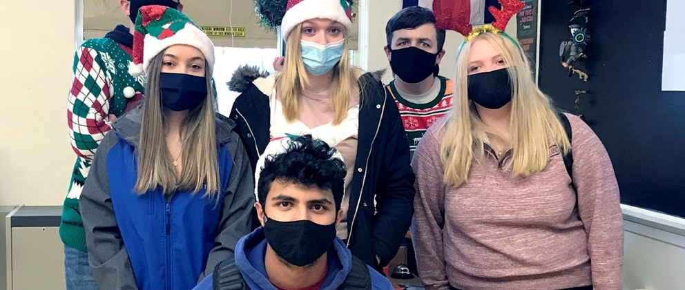 Students wearing festive clothing and masks (12/2020)