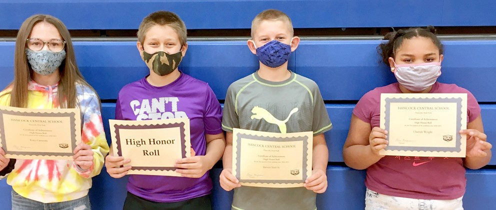 Students with high honor roll certificates (12/2020)