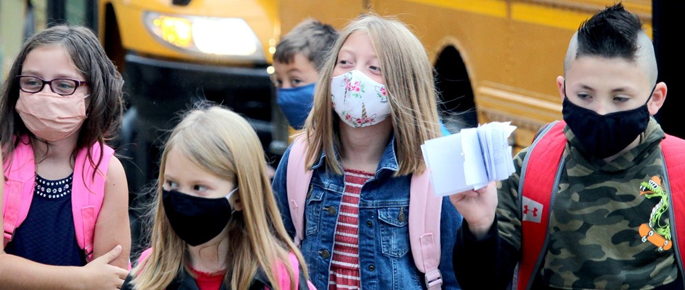 Students with masks, school bus (9/2020)